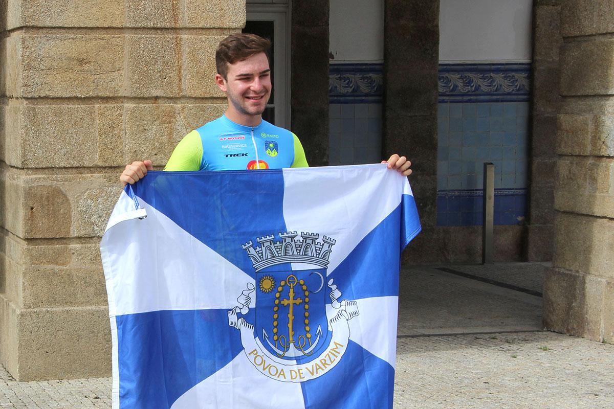 Lucas Lopes Recebe Bandeira do Município nos Paços do Concelho
