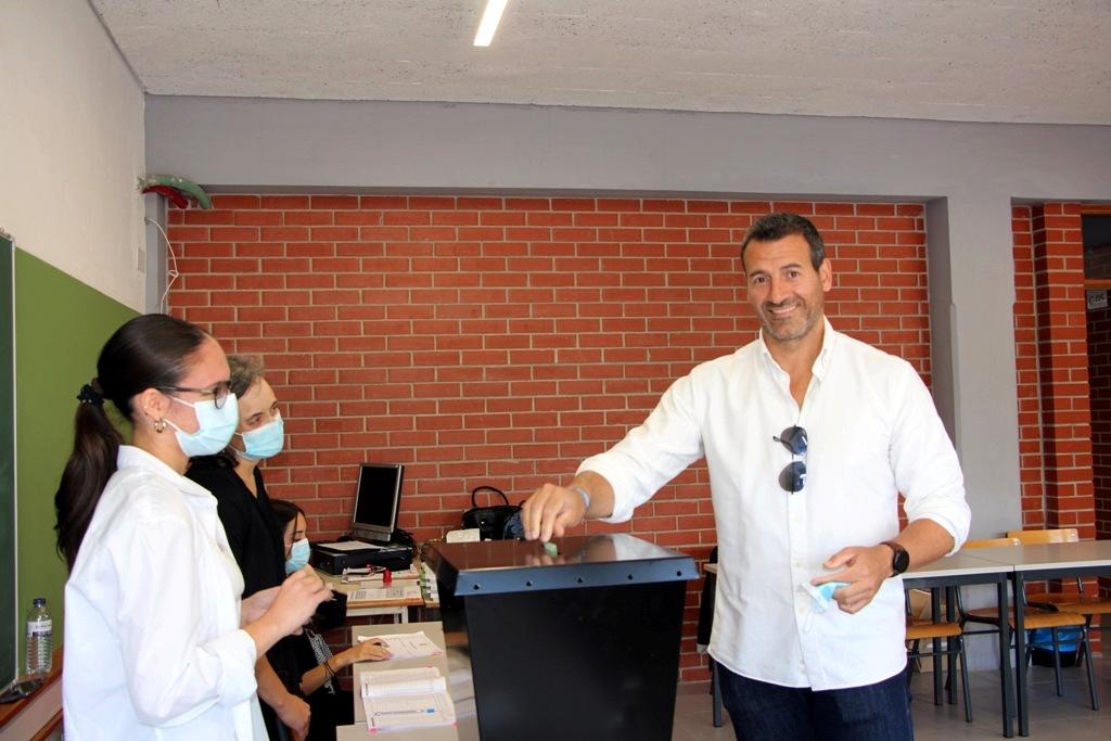 Ricardo Zamith Votou na Escola Flávio Gonçalves