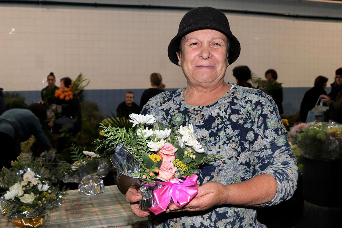 Poveiros Preservam a Tradição do Mercado Aberto de Flores