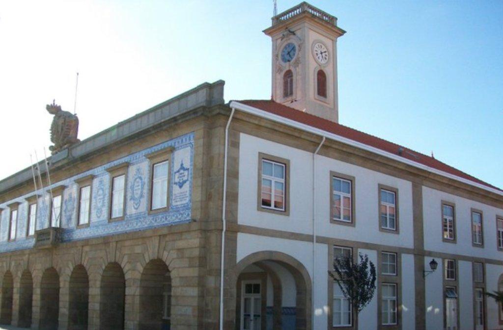 Carta de Compromisso entre a LIPOR, Escola dos Serviços e Câmara Municipal