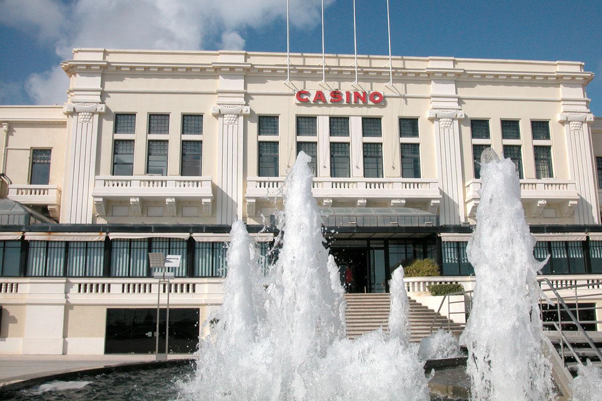 Casino de Portas Fechadas e Funcionários em Lay-off