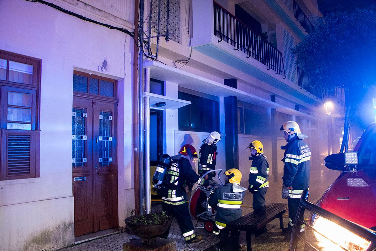Incêndio Urbano Causa Alarme no Centro da Cidade