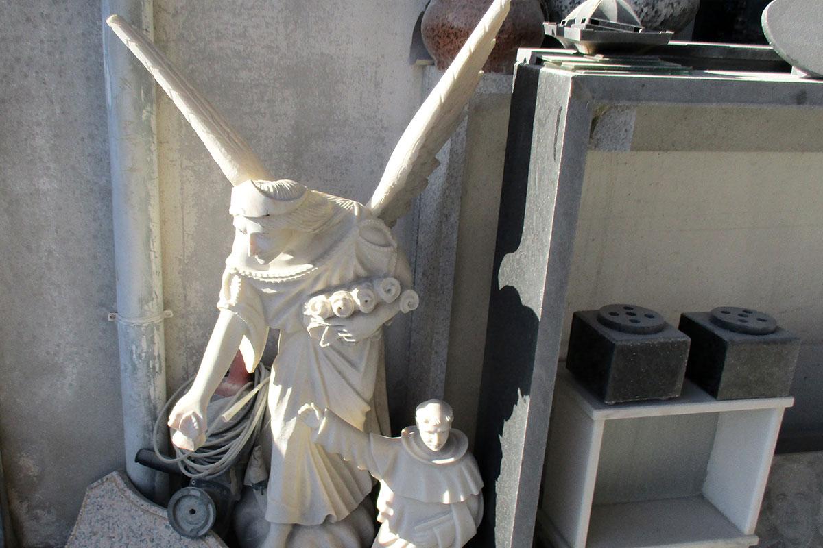 A Sorte Que a Vida Tem em Esculpir a Morte