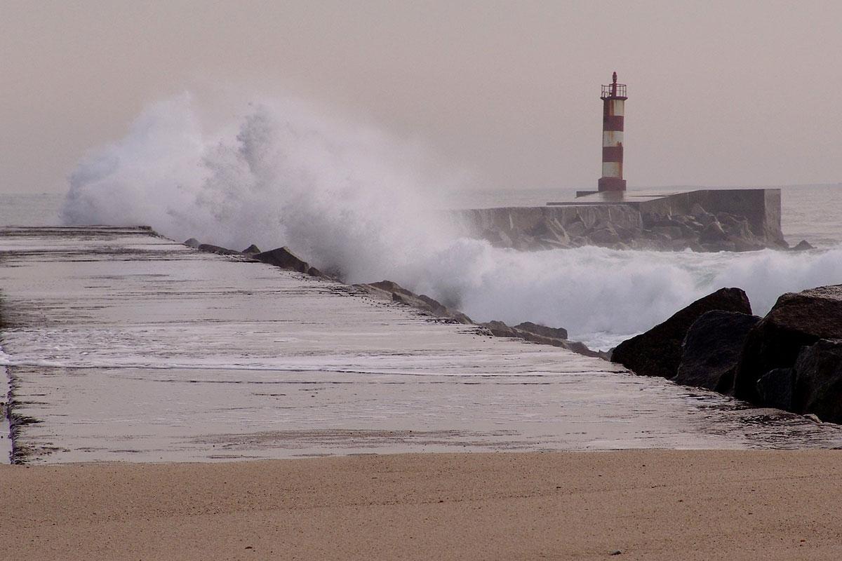 Município Realiza Acções de Limpeza na Linha de Mar