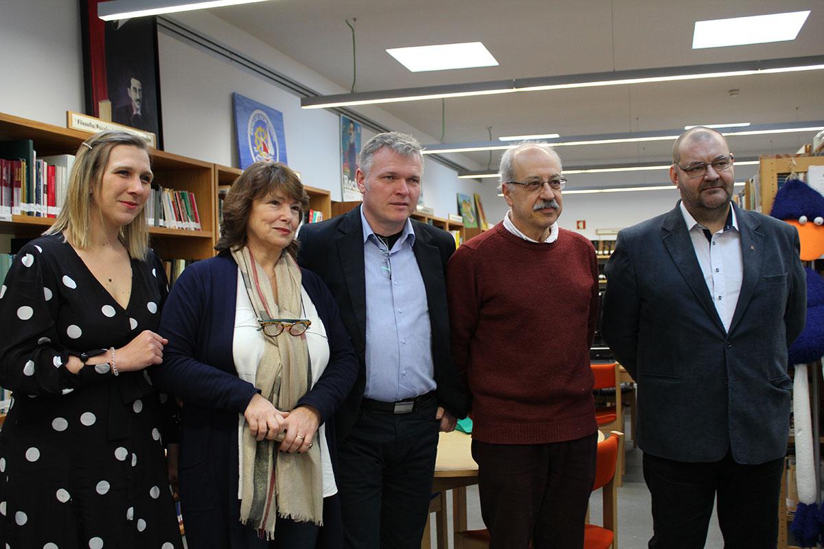 223/Professores-Polacos-na-Secundária-Rocha-Peixoto.jpg