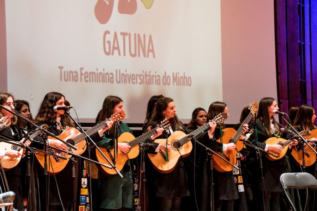'Minas com Bahia' na Alegria da Tuna Feminina do Orfeão Universitário do Porto