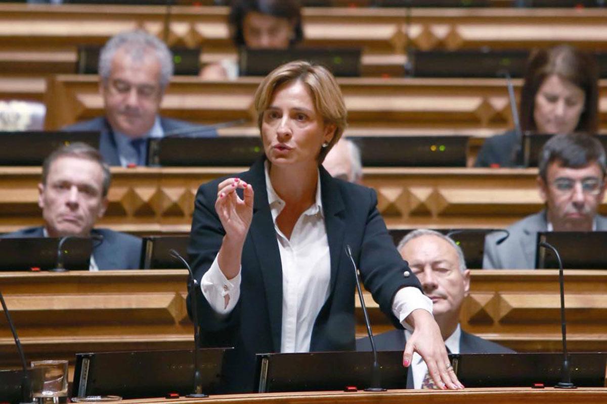 Carla Barros Apresentou Proposta em Defesa da Reforma dos Pescadores