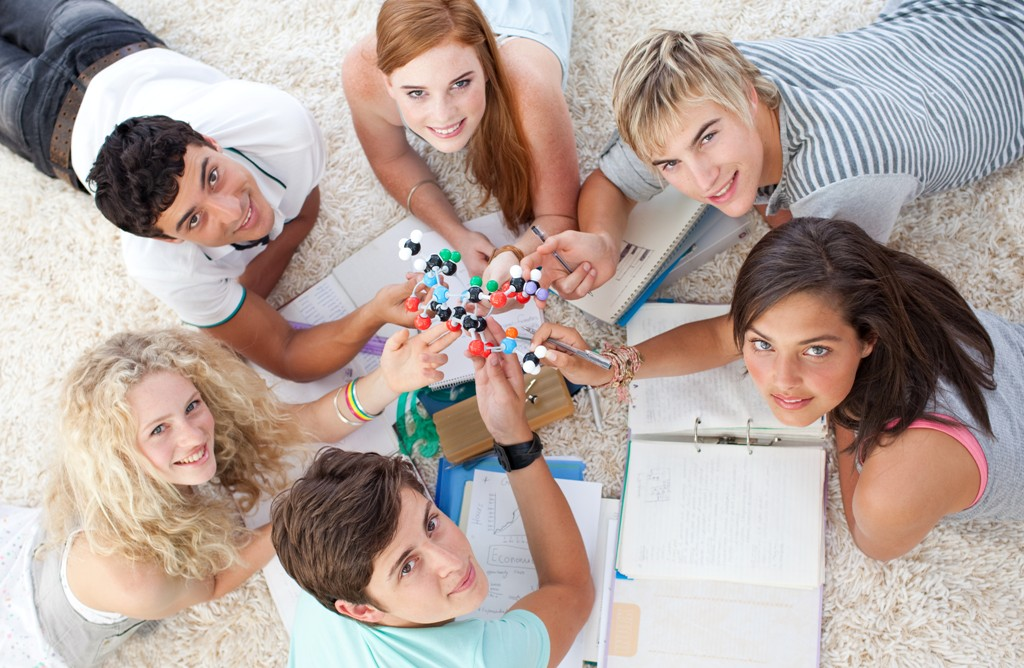 Dia Nacional do Estudante em Casa a Estudar
