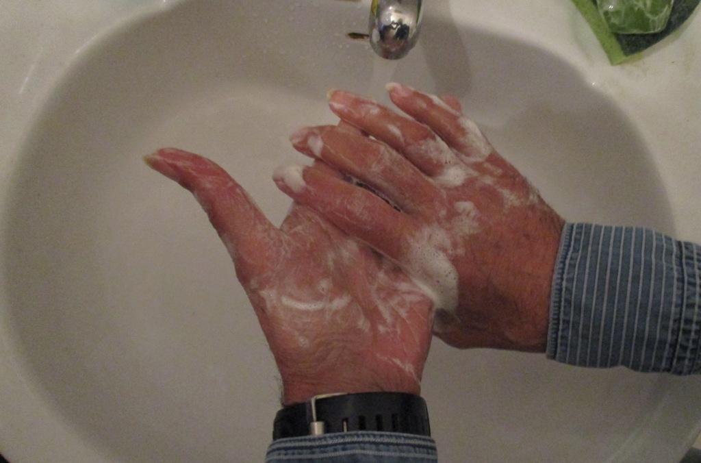 A Limpeza e a Higiene Pessoal no Combate ao COVID-19