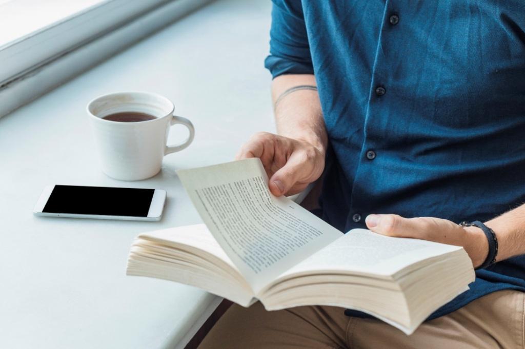 "Se Tens Falta de Leitura ""Toma Letras"" na Biblioteca"