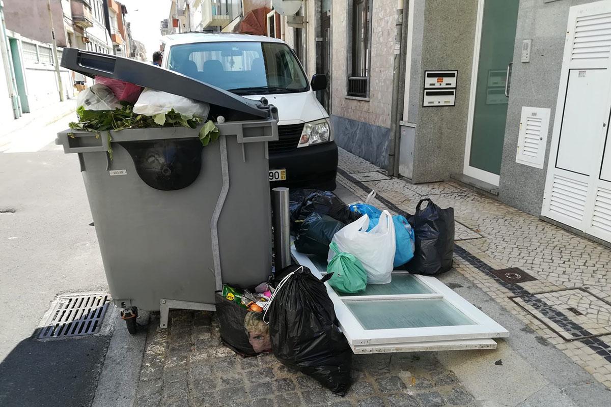 O Lixo que não Querem em Casa Dão a Cheirar aos Outros