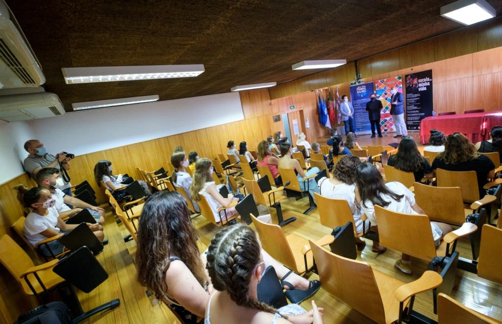 Projeto Escola da Minha Vida Entrega Troféus aos Vencedores
