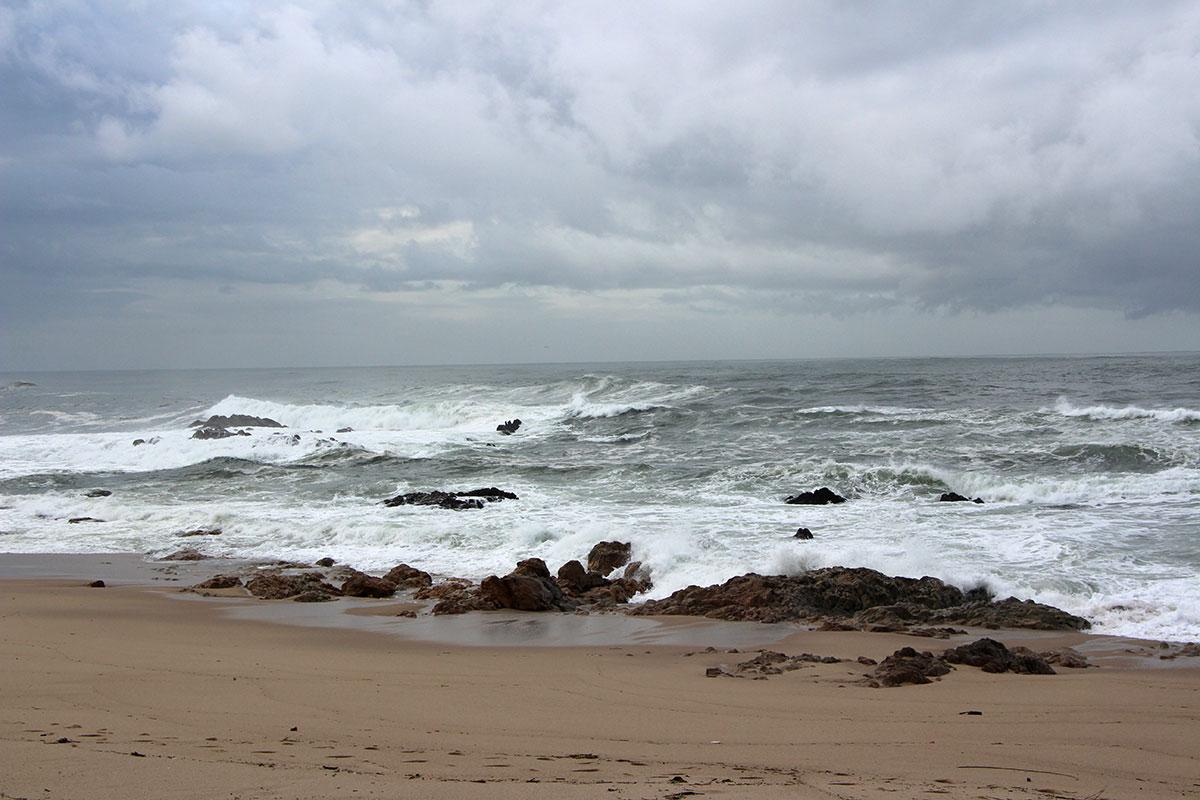 O Tempo Regressa com Chuva e Mar Enrugado