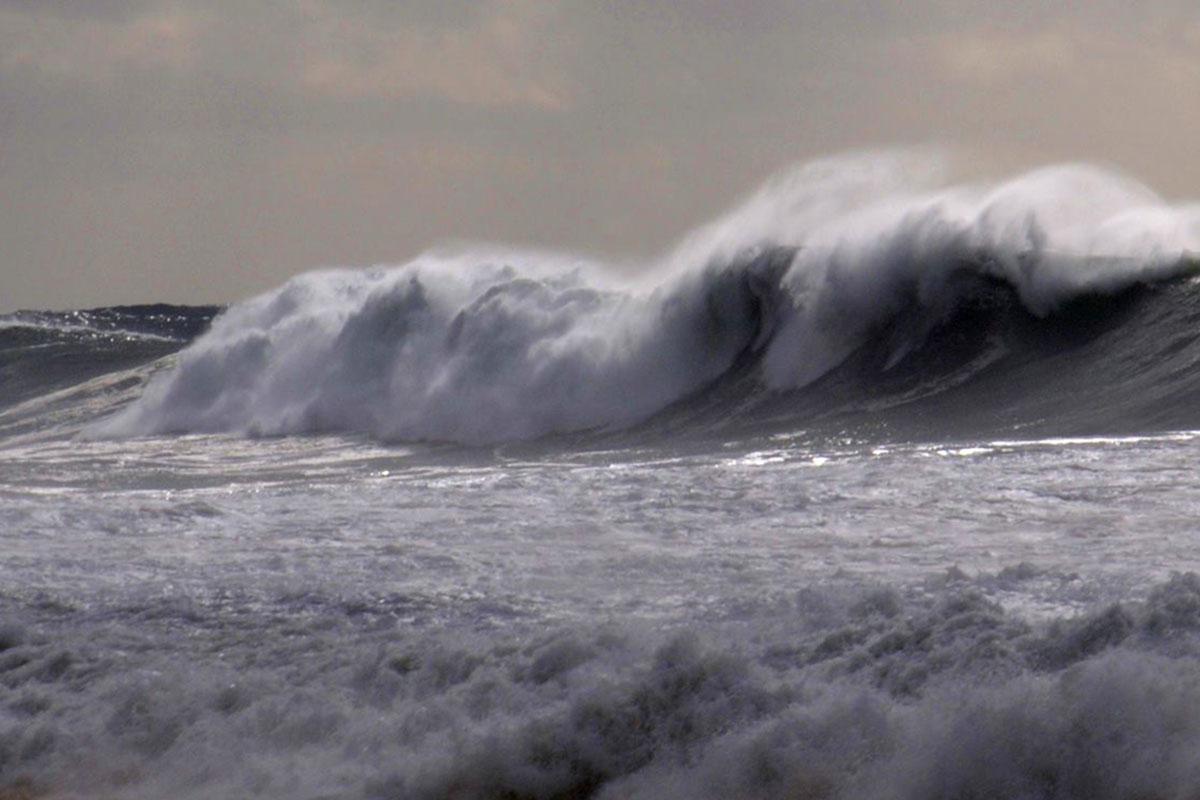 O Mar Não o Quer Ver Por Perto Até Domingo, Avisa a Capitania