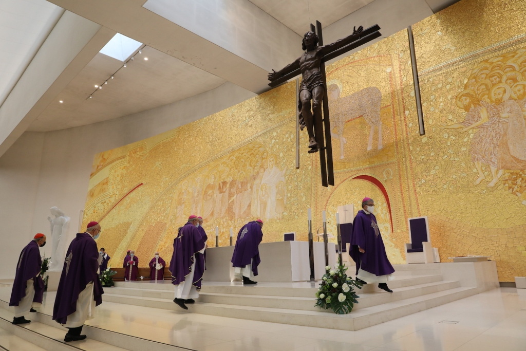 Igreja Católica Suspende a Celebração Pública de Eucaristias