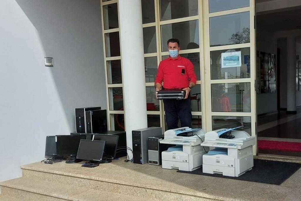 INDAQUA doa equipamentos informáticos aos Bombeiros de Vila do Conde