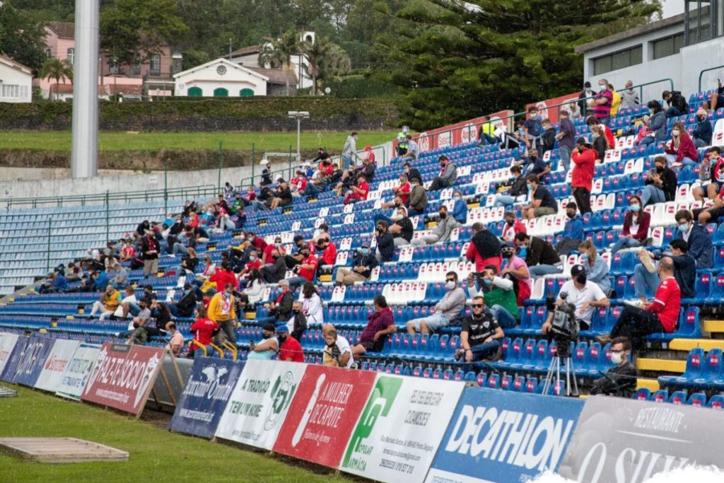 Público Regressa aos Recintos Desportivos