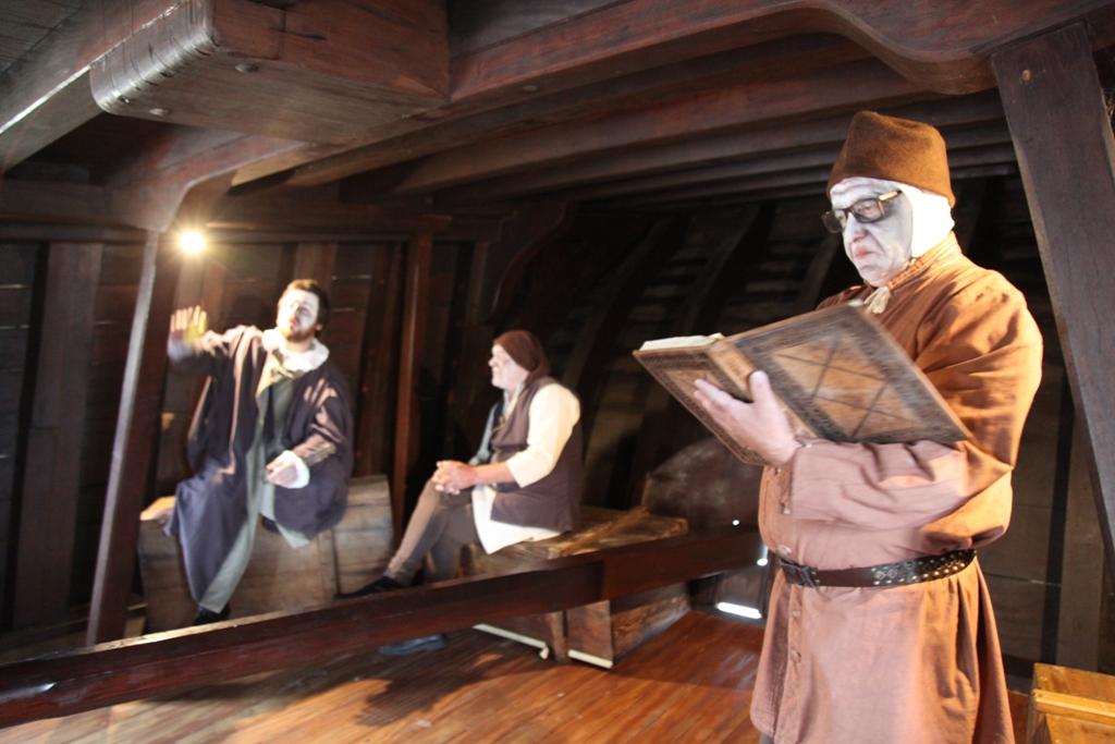 Actores Fazem Visitas Dramatizadas na Nau Quinhentista