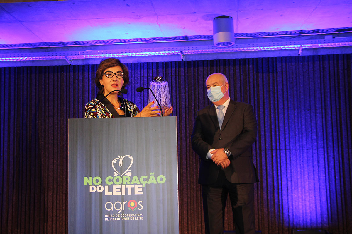 """Ministra da Agricultura Presente """"No Coração do Leite"""" da AGROS"""